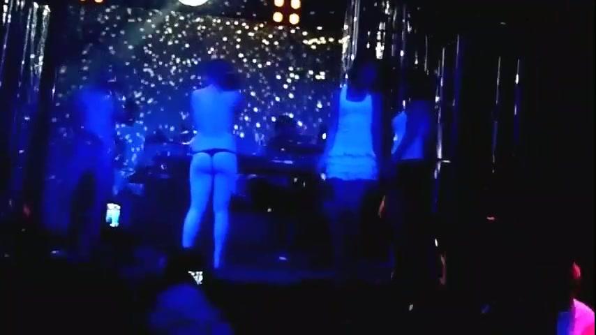 раздеваются в ночном клубе видео
